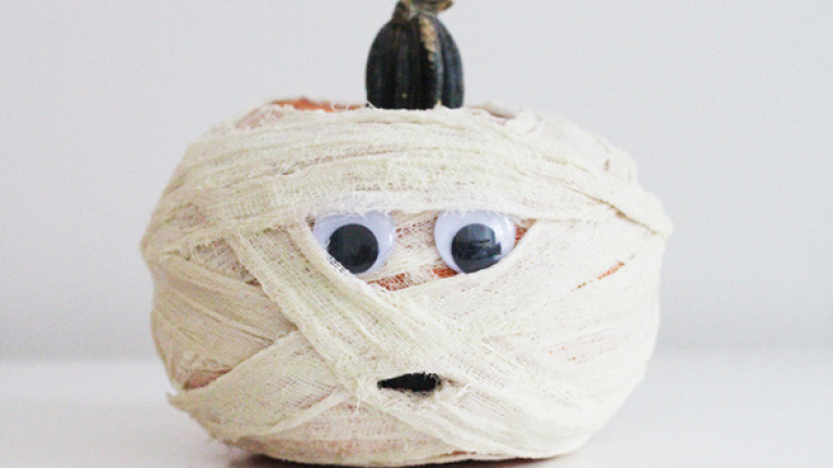10 SUPER EASY ideas for your pumpkin (and there's no carving involved!)