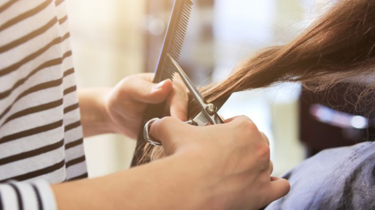 Bride threatens to kick sister out of wedding party because she cut her hair