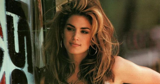 Cindy Crawford has recreated her iconic Pepsi advert 26 years later