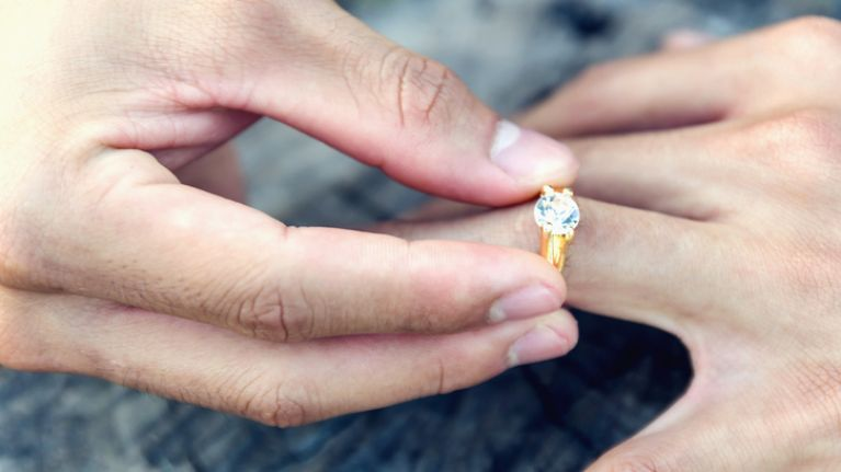 This is the average amount Irish couples spend on an engagement ring