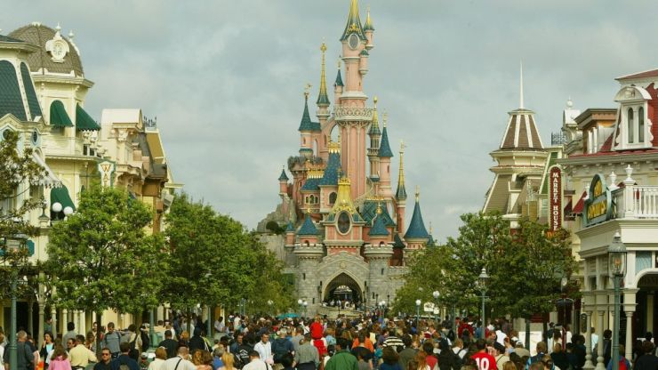 Disneyland Paris apologises for telling mother to stop breastfeeding