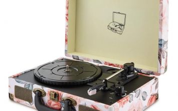 Aldi is selling a vintage inspired record player and it's actually adorable