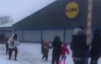 Terrifying scenes as an empty Lidl store in west Dublin is dramatically looted
