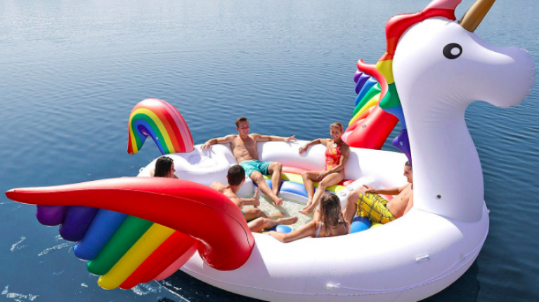 The Giant Unicorn Pool Float That Fits Six People Is Top Of Our Wish List Her Ie