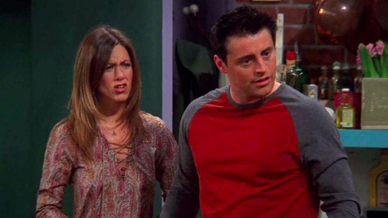 The Friends clip that shows Matt LeBlanc mouthing lines to Jennifer Aniston