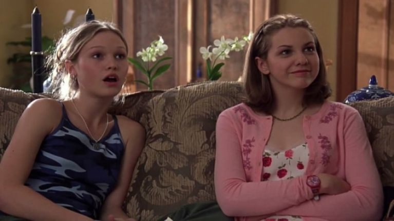 10 vicious texts that are perfectly acceptable to send your sister