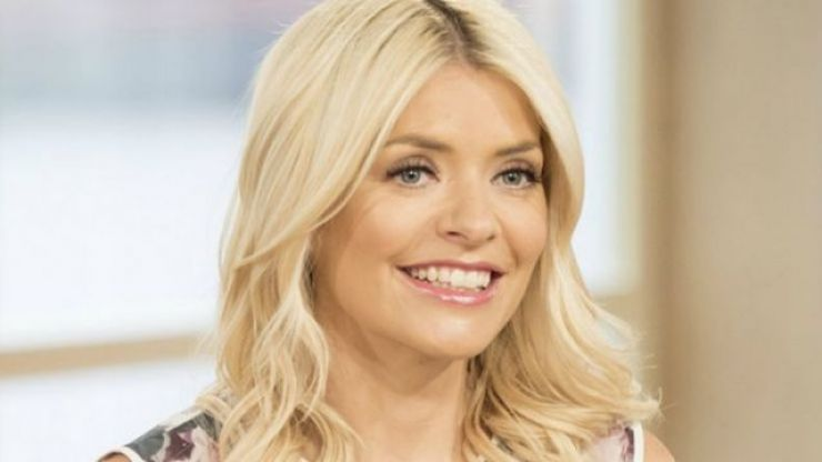 Holly Willoughby wore a gorgeous €59 shirt from Massimo Dutti this morning