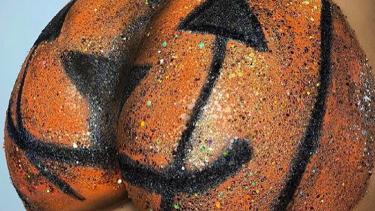 'Pumpkin butt' is the Halloween trend where you bedazzle your behind