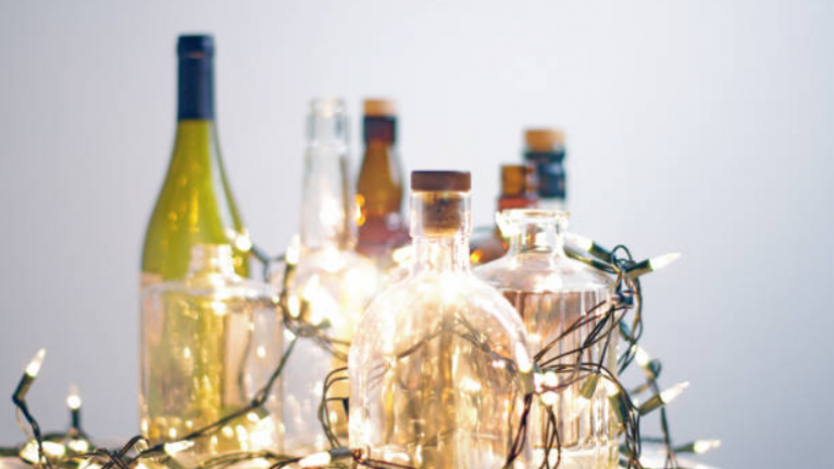 This Christmas card is filled with GIN and we're sending it to our BFF ASAP