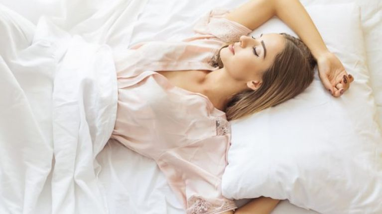 This €15 anti-snoring pillow is about to make your 2019 WAY more pleasant