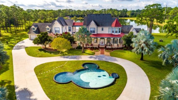 This Disney-inspired mansion has a Mickey Mouse swimming pool, and is currently for sale