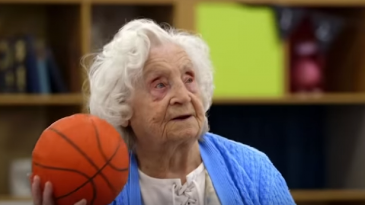 102-year-old woman redefines the word cool by ditching her wheelchair to shoot some hoops