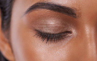 You're going to see this beauty trend on everyone at Christmas parties