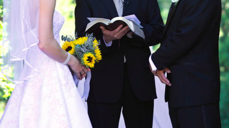 Bride reads out husband-to-be's cheating texts as wedding vows and Jesus Christ