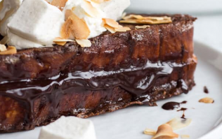 We are absolutely drooling over this gooey hot chocolate French toast