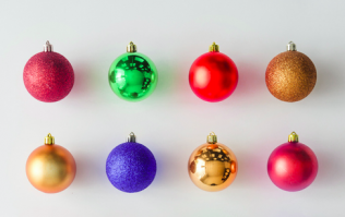 Painting your arse red and covering it in glitter is a new festive craze called the 'bauble bum'
