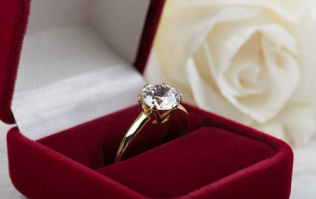 Man proposes to his girlfriend with SIX rings, and we'd take any one of them tbh