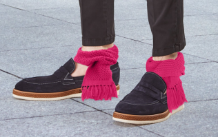 Ankle SCARVES are winding everyone up on the Internet today