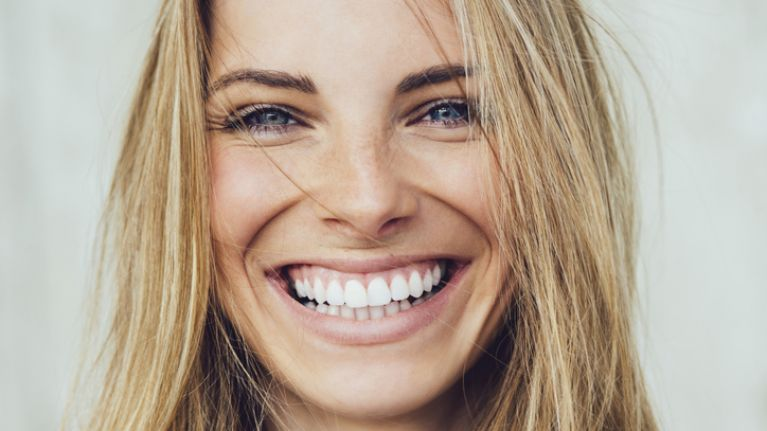 iWhite has just released a new one-minute teeth whitener kit and we need it now