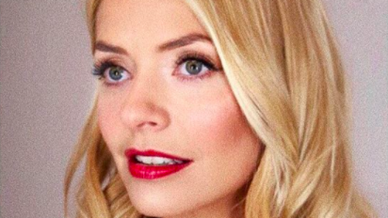 Holly Willoughby returns to work in the most stunning €50 Zara heels