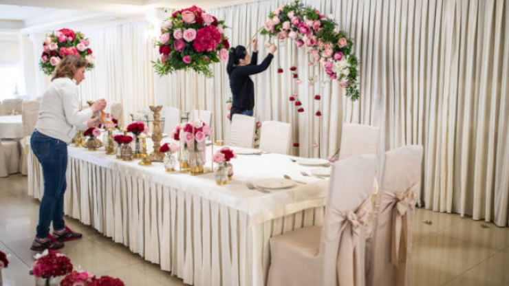 Bride asks wedding GUESTS to create her dream venue for the big day