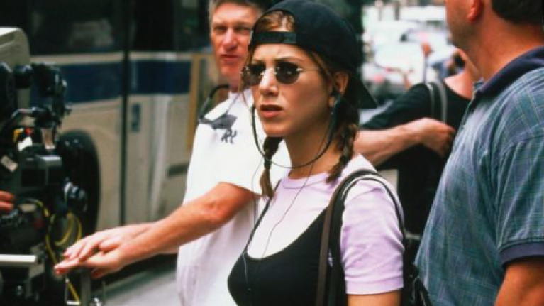 Selena Gomez dressed like a 90s Jennifer Aniston and we're so copying this look