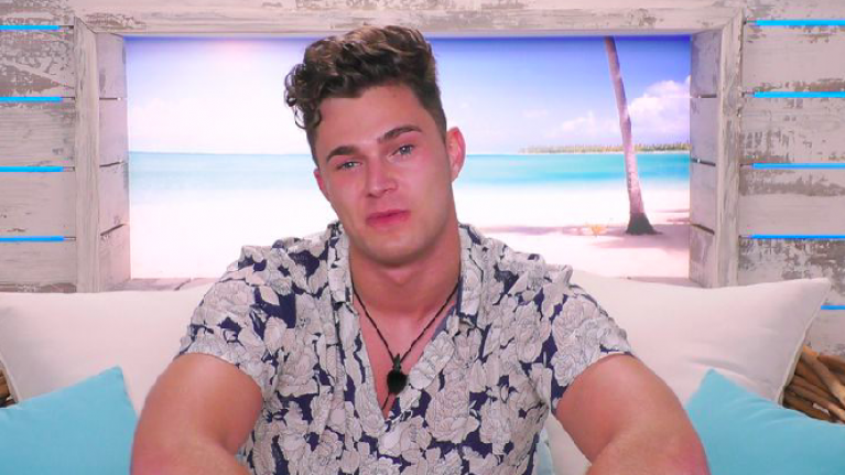 Can we just take a moment for Love Island's Curtis being the gent that every girl needs?