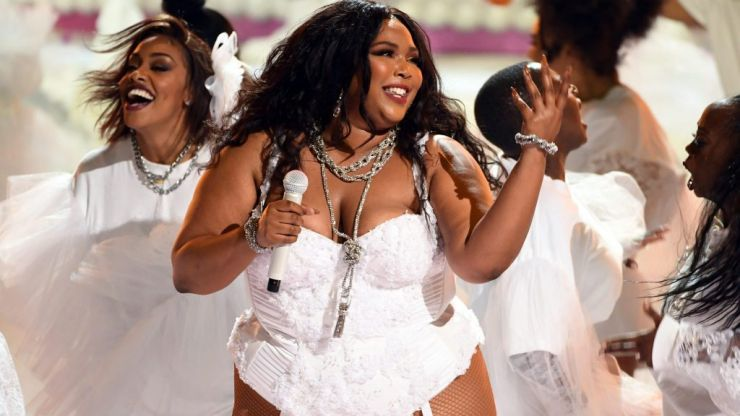 Lizzo got a standing ovation from Rihanna after her 'Truth Hurts' performance and yeah, same