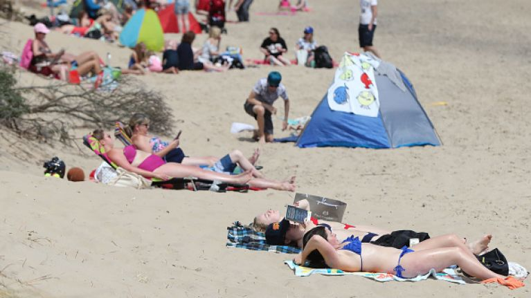 Hay fever and sunburn warnings issued as temperatures to hit up to 27 degrees