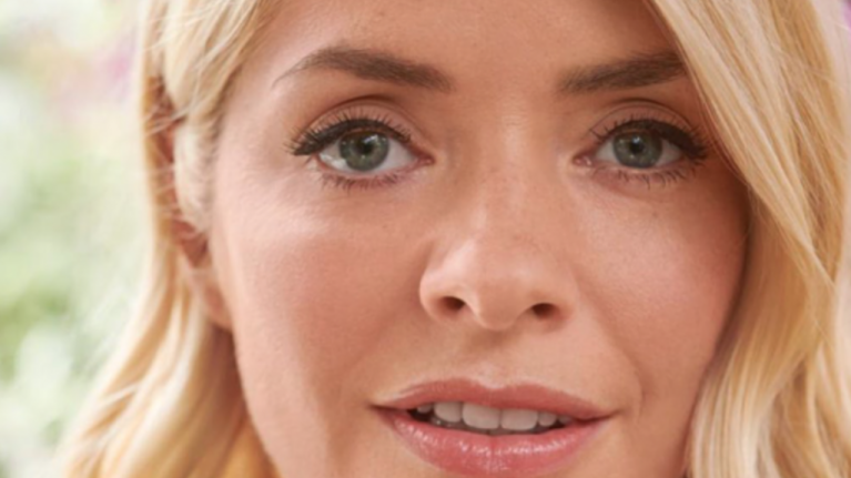 Holly Willoughby is wearing a stunning dress today (and it's very affordable)