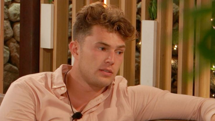 Love Island fans believe Curtis isn't into Maura after his interesting comment last night