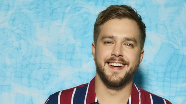 Love Island fans want Iain Stirling fired for his jokes about Ovie