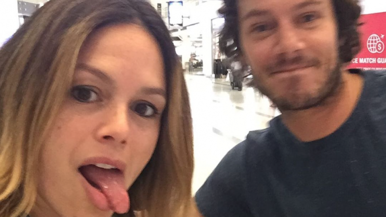 Seth and Summer from The OC just reunited and the photo is adorable