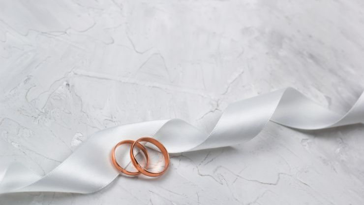 The gorgeous wedding ring trend that's becoming very popular with Irish couples