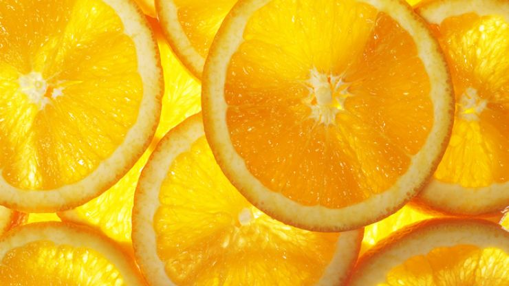 All the reasons why we should be using Vitamin C on our skin, according to an expert
