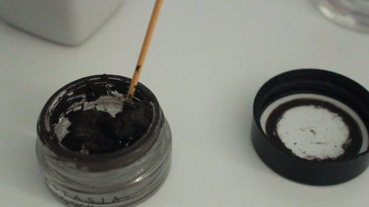 Beauty expert shares her incredible makeup hack that will stop your eyebrow products from drying out