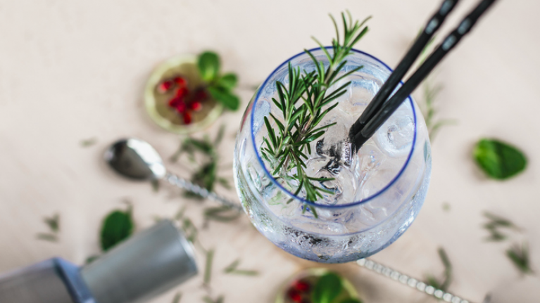 Drinking a G&T can speed up your metabolism, according to this research