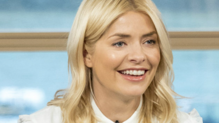The gorge Oasis dress that Holly Willoughby wore this morning is on SALE for €28