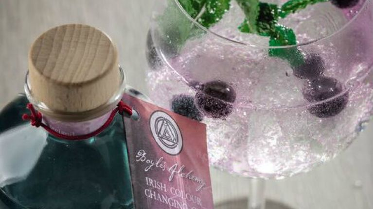 Hint, hint! Aldi's €25 colour changing gin is the perfect Valentne's