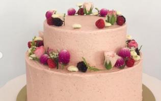 Bride demands refund for 'ugliest cake ever', baker blasts her online