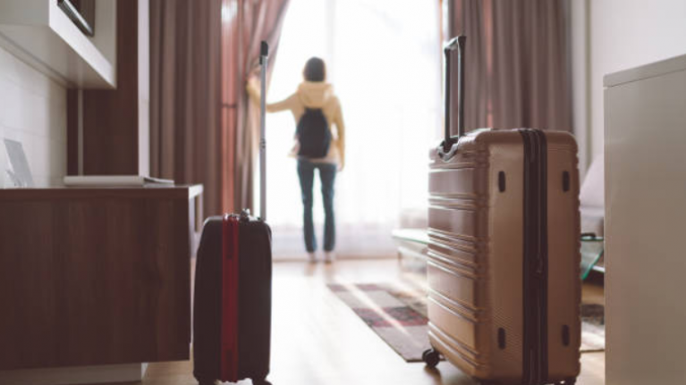 This is how you know if a hotel room is clean, according to a man who stayed in 300 of him