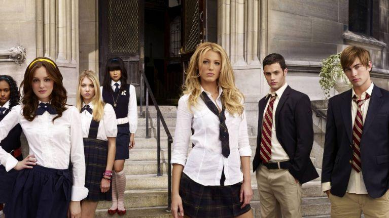 Kristen Bell is officially returning as narrator for the Gossip Girl reboot