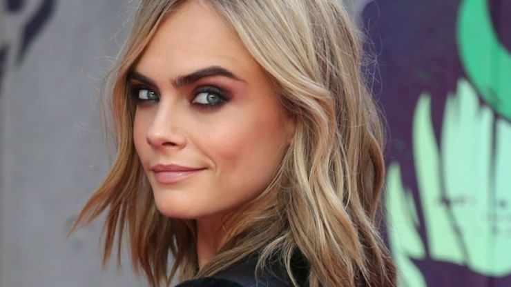 Cara Delevingne's hair is now black and it looks absolutely insane