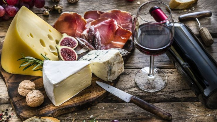 The expert guide to what wines to pair with your Christmas cheeseboard (yes, there's a cheese for rosé!)