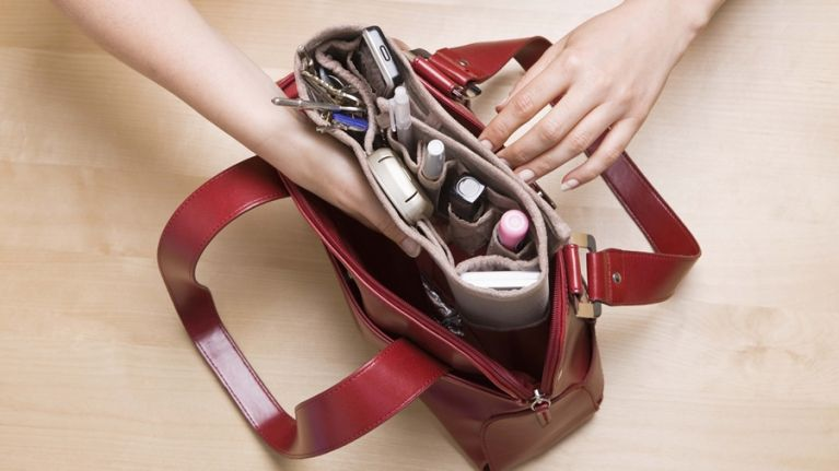 5 Handbag Essentials Every Woman Needs on a Night Out