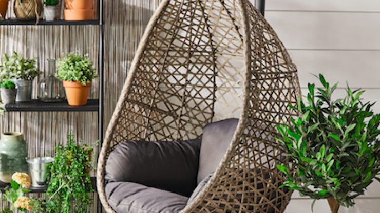 This amazing hanging egg chair is coming into Aldi next week and go, go go (but safely)!