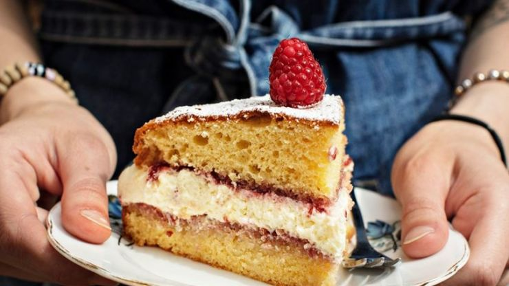 This Victoria Sponge Cake recipe will give you instant star baker status