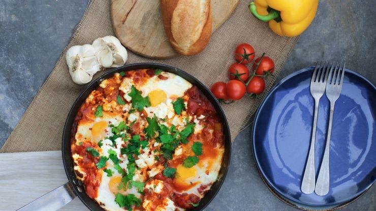 This spicy white bean shakshuka is the vegan brunch your Sunday deserves