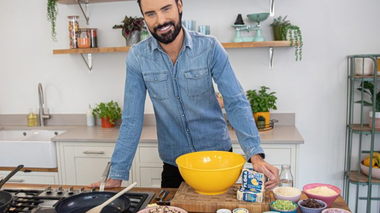 We chat to Rylan Clarke-Neal about having the Spice Girls over for dinner and karaoke!