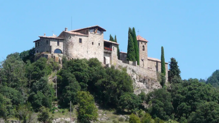 Ladies, you can actually rent an entire castle in Spain with your mates (for €30 a night)